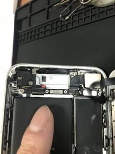 アイフォン7水没電池交換